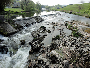 photo of river at Grassington village in North Yorkshire