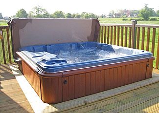 Outdoor hot tub at Hawthorn Lodge ( Ref LP5413 ) Accommodation at Wighill Manor near York
