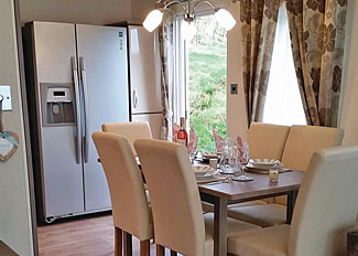 Kitchen and dining area of Robin Lodge ( Ref LP12923 ) at Badgers Retreat - Tunstall near Richmond