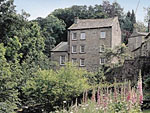 Waters Edge Apartment The Mill ( Ref 2194 ) West Burton holiday apartment near Aysgarth Wensleydale North Yorkshire